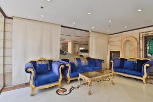 A seating area at OYO 278 Taj Saba Furnished Units
