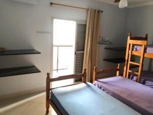 A bunk bed or bunk beds in a room at Apartamento Cavalheiro Pitangueiras