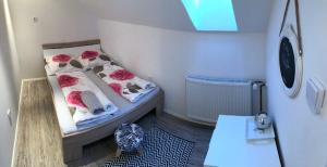 A bed or beds in a room at LD Apartments White & Grey