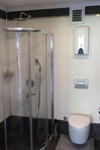 Vonios kambarys apgyvendinimo įstaigoje Konak Seaside Homes
