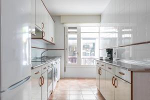 A kitchen or kitchenette at Volantin by Forever Rentals