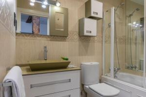 A bathroom at Paseo Arenal by Forever Rentals