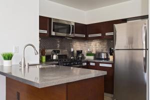 A kitchen or kitchenette at DTLA Loft Gorgeous Views