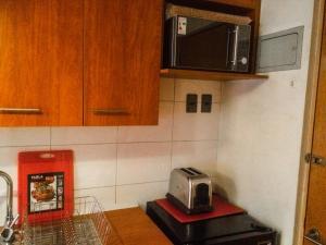 Una cocina o zona de cocina en Depto Metro Santa Ana