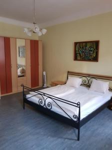 Кровать или кровати в номере checkVienna - Brandmayer Apartments