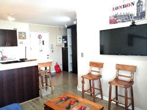 Una televisión o centro de entretenimiento en ChileRuca Departamentos Amoblados