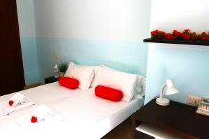 A bed or beds in a room at Bnbook Olona-Fiera Milano