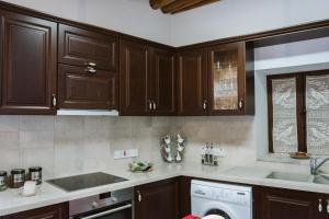 Virtuve vai virtuves aprīkojums naktsmītnē ARIADNI GAIA COTTAGE