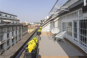 A balcony or terrace at Hozyhome- Duomo Suite in Via San Pietro All'Orto