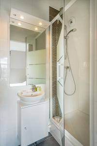 Ein Badezimmer in der Unterkunft Les Villas du SPA