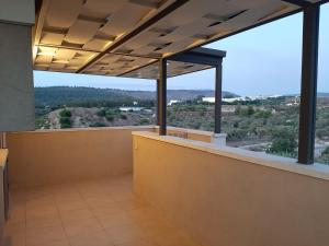 A balcony or terrace at הצימר של נצח