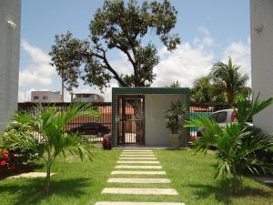 A garden outside Porto Dreams Flat