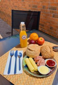 Breakfast options available to guests at Margarida Guest Apartment