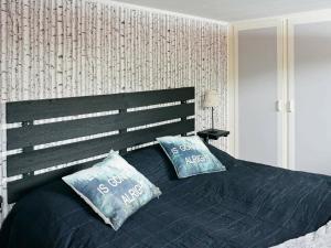 Säng eller sängar i ett rum på Holiday home VARBERG III