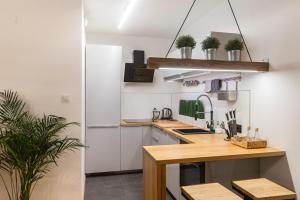 Kuchnia lub aneks kuchenny w obiekcie Brzezicki Apartament Centrum