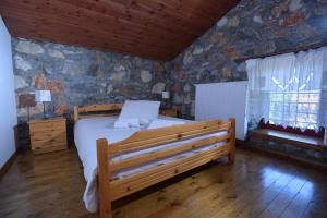 A bed or beds in a room at 2 Bedroom Chalet on Olympus Amazing View