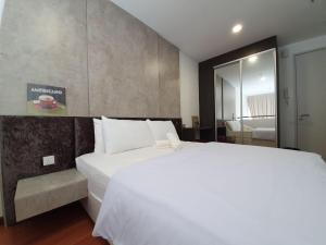 A bed or beds in a room at Paradise City of Light x Merveille @ Shah Alam I-City
