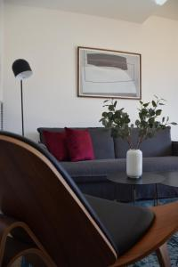 A seating area at Uma Suites Metropolitan