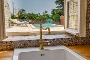 A bathroom at Unique Antistress Oasis Villa Antiqua - Roman & Venetian Heritage