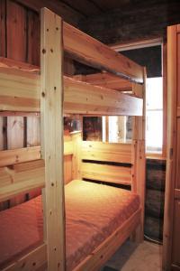 A bunk bed or bunk beds in a room at Villa Tunturituuli