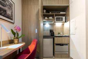Néméa Appart Hotel Résidence So Cloud tesisinde mutfak veya mini mutfak