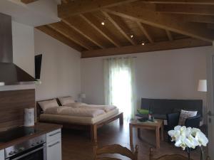 Ein Bett oder Betten in einem Zimmer der Unterkunft Weingut Hans Bausch