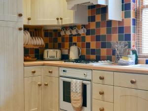 A kitchen or kitchenette at Pebbles