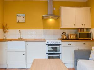 A kitchen or kitchenette at The Goat House