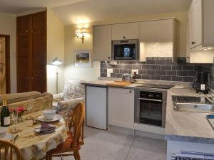 A kitchen or kitchenette at The Smithy