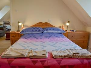 A bed or beds in a room at Harry'S Place