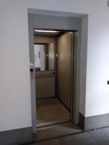 A bathroom at HouseTommyComo