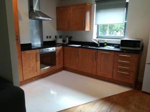 A kitchen or kitchenette at Quality City Apartments