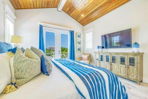 A bed or beds in a room at Beach Views