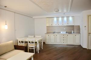 A kitchen or kitchenette at Golden Rainbow Beach Aparthotel