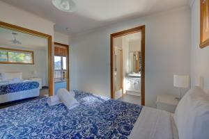 A bed or beds in a room at Freycinet Sanctuary 4