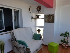A seating area at Faleza Nord Sea View Apartment
