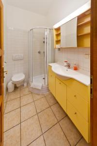 Ein Badezimmer in der Unterkunft Charles Bridge Apartments