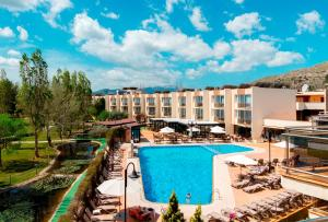 A view of the pool at Aparthotel Duva & Spa or nearby