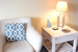 Seating area sa Bruce Waterfront Apartments