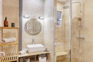 A bathroom at Le st francois - GORGEOUS APT ART-DÉCO,LIFT, A/C, 20 METERS BEACH