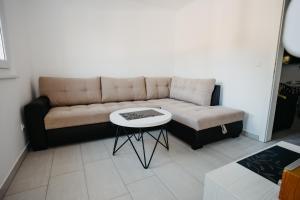 A seating area at Vila Telalović