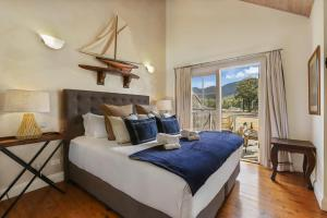 A bed or beds in a room at Brokenback Views Country Estate Hunter Valley