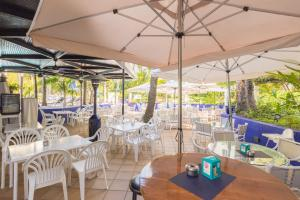 A restaurant or other place to eat at Jardines Las Golondrinas