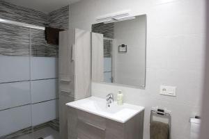 A bathroom at El Moderno Junto a Plaza del Oeste