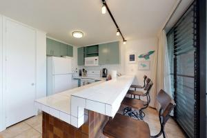 A kitchen or kitchenette at Maui Parkshore 110