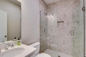A bathroom at Seahorse Villa