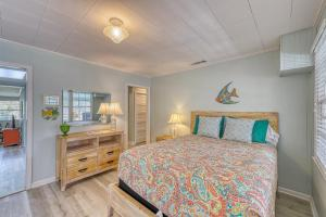 A bed or beds in a room at Beach Cottage on Jones