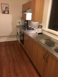 A kitchen or kitchenette at Huge Apartment near Lark lane
