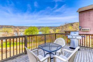 A balcony or terrace at Lakeview Villa #809