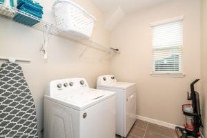 A bathroom at 1719Cvt Orlando Newest Resort Community Home Villa